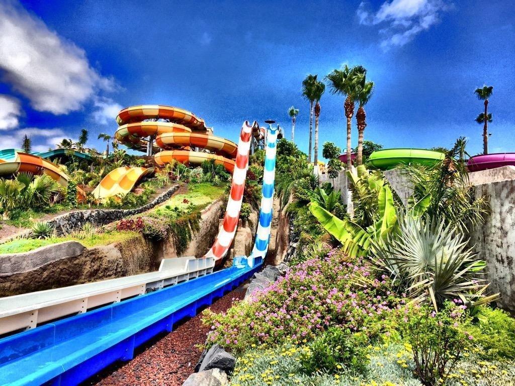 676759432a6f E' un parco acquatico che si trova nella zona sud dell'isola di Tenerife in  Costa Adeje a pochi chilometri da Los Cristianos e Playa de Las Americas.